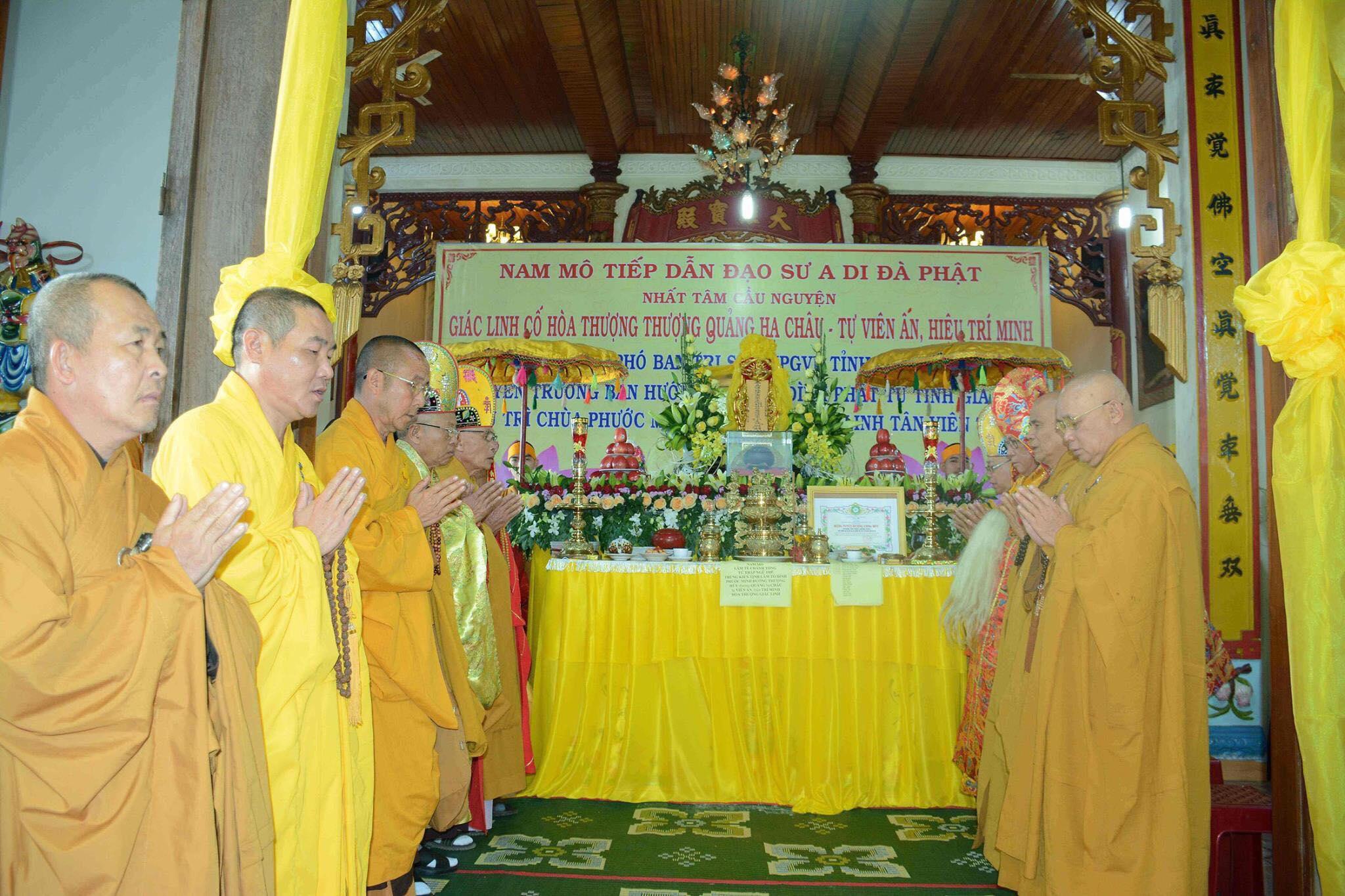... về nhập tháp tại Tổ Đình Tịnh Lâm (Bình Đình) trong niềm kính tiếc và trầm hùng niệm Phật của đại chúng. Sau đây là một số hình ảnh ghi nhận được: